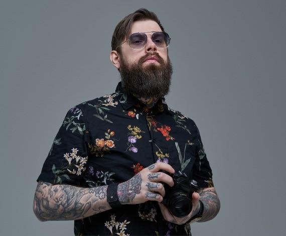 single tattooed men